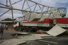 Notícias Potiguar : RN - Passarela cai em Parnamirim e obstrui fluxo de veículos na BR-101