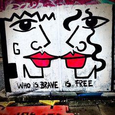 #london #londongraffiti #londongraffitiart #londonstreetart #lookup #streetart #streetartlondon #graffiti #graffitiart #londonlife #londonlifeinc #camden