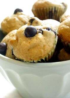 Look those yumm muffins! Mini Blueberry Lemon Muffins by the kitchn: One bite muffins, light and fluffy, popping with blueberries and not too sweet. Lemon Blueberry Muffins, Blueberry Recipes, Blue Berry Muffins, Lemon Recipes, Muffin Recipes, Breakfast Recipes, Dessert Recipes, Brunch Recipes, Breakfast Ideas