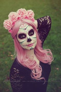 Pretty Dead in Pink ~~ Houston Foodlovers Book Club Dia de muertos-Mexico, cultura, tradicion - Calavera Catrina Day of the death Sugar Scull, Sugar Skull Art, Halloween Kostüm, Halloween Costumes, Halloween Face Makeup, Mexican Halloween, Maquillaje Sugar Skull, Fantasy Make Up, Day Of The Dead Art
