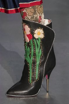 Women's Fashion High Heels : Gucci at Milan Fall 2017 (Details) Bootie Boots, Shoe Boots, Ankle Boots, Shoes Heels, Fashion Moda, Fashion Shoes, Milan Fashion, Gucci Fashion, Couture Fashion