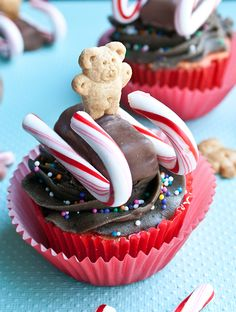 18 Christmas Cupcakes & Cookies for Sparkling Holidays ...