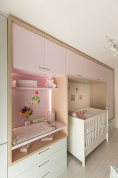 AFN   Dormitório de Bebê : Quarto infantil  por Kali Arquitetura Baby Bedroom, Baby Room Decor, Girls Bedroom, Baby Boy Rooms, Boho Baby Shower, Baby Shower Themes, Princess Nursery Theme, Ikea Kura Bed, Best Baby Shower Gifts
