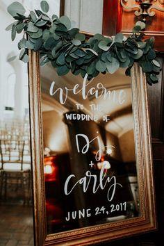 Mirror signage is so elegant and contemporary | Image by Sarah Joy Photo #wedding #weddinginspiration #weddinginspo #fallwedding #weddingphotography #elegantwedding #ceremony #weddingceremony #weddingdecor #weddingsignage