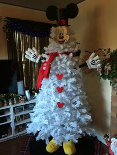 And the full view of my new Mickey Mouse snowman tree!