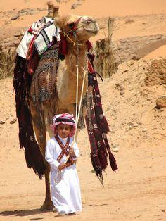 un petit garçon  bédouin avec un chameau (Little beduin with a camel via Myriam Hatab - Google+