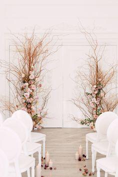 WedLuxe Magazine - The Global Authority on Luxury Weddings Wedding Ceremony Backdrop, Ceremony Decorations, Mint Rooms, Minimalist Wedding Decor, Minimalist Beauty, Event Planning Design, Wedding Mood Board, Floral Arch, Luxury Wedding