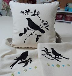 Creative And Inexpensive Tricks: Decorative Pillows Floral decorative pillows ideas fabrics.Decorative Pillows With Buttons Sew decorative pillows living room fireplaces. White Decorative Pillows, Gold Pillows, Diy Pillows, Throw Pillows, Sewing Crafts, Sewing Projects, Diy Projects, Bird Stencil, Living Room Decor Pillows