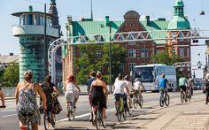 Promenade de cyclistes à Copenhague.  http://www.lonelyplanet.fr/article/decouvrir-le-danemark-velo #promenade #vélo #cycliste #Copenhague #Danemark