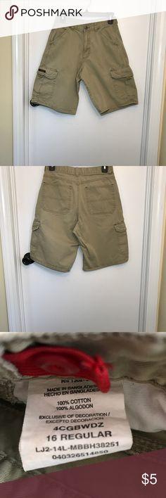Boys Cargo Khaki Shorts Wrangler 16 R EUC Boys cargo shorts in khaki. Wrangler, size 16R, 100% cotton. EUC Wrangler Bottoms Shorts