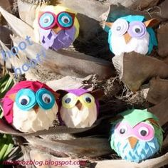 Felt Owls Craft {Tutorial}    These little felt owls would look so cute lined up on an entertainment center, or you could make an arrangement to hand out as party favors.  They would also be a fun and easy craft for girl's camp or after school youth activity.