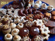 Ráda bych se s vámi podělila o své osvědčené a lety prověřené recepty na vánoční pečivo, ale také s mými malými fígly, které z pečení vánočního pečení sejmou punc těžké... Celý článek Baking Recipes, Cookie Recipes, Snack Recipes, Christmas Sweets, Christmas Cooking, Czech Desserts, Christmas Biscuits, Czech Recipes, Small Desserts