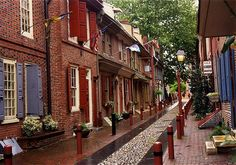 Elfreth's Alley - Philadelphia PA ~America's oldest residential street ~ Photo by RJ Swanson Abandoned Houses, Abandoned Places, Abandoned Castles, Abandoned Mansions, Places To See, Places Ive Been, Franklin Homes, Wilderness Survival, Philadelphia Pa