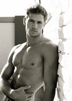 Hot guys pictures every day! Only the most attractive men, cute boys and fit jocks. You're all invited for some much needed daily male eye-candy. Book Boyfriends, Raining Men, Attractive Men, Good Looking Men, Male Beauty, Male Body, Gorgeous Men, Beautiful Guys, Beautiful Images