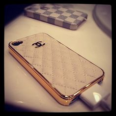 If this were a real Chanel case, I'd be in love <3