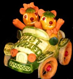 Celebrating Food Art - Edible Animal Sculptures - Fun and Food Fruit Sculptures, Food Sculpture, Animal Sculptures, Veggie Art, Fruit And Vegetable Carving, Veggie Food, Food Food, Watermelon Art, Watermelon Carving