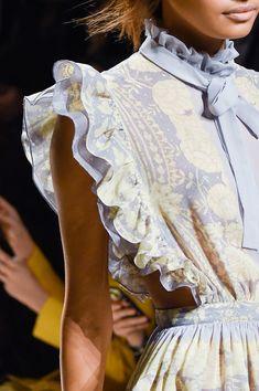 Philosophy Di Lorenzo Serafini at Milan Fashion Week Fall 2015 - Livingly Runway Fashion, High Fashion, Fashion Show, Fashion Outfits, Womens Fashion, Fashion 2015, Fall Fashion, Looks Style, My Style