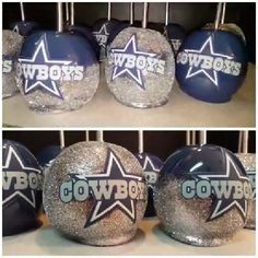 Oh my yumminess! Candied apples in Dallas colors galore! ☺❤ Oh my yumminess! Candied apples in Dallas colors galore! Cowboy Food, Cowboy Candy, Chocolate Covered Apples, Caramel Apples, Dallas Cowboys Cake, Carmel Candy, Gourmet Candy Apples, Apple Cake Pops, Birthday Party Drinks