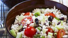 Perfekt als Beilage einfach nur so: Griechischer Reissalat | http://eatsmarter.de/rezepte/griechischer-reissalat