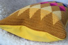 Pillow case with tapestry crochet
