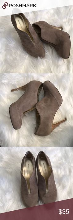 Banana republic booties Excellent like new condition! Only flaw is some minor wear inside the LEFT shoe but you can't tell and it doesn't affect wear! Gorgeous taupe booties Banana Republic Shoes Ankle Boots & Booties