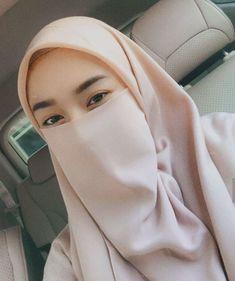 """bismillah ❤️ on Instagram: """"Percayalah bahwa akan datang seseorang yang slalau mndukungmu untuk berubah menjadi yang lebih baik lagi. Akan jauh pula darimu orng-orang…"""" Arab Girls Hijab, Girl Hijab, Muslim Girls, Muslim Women, Niqab Fashion, Modern Hijab Fashion, Fashion Beauty, Casual Hijab Outfit, Hijab Chic"""