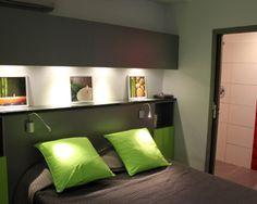 à 50 m du lagon magnifique studio de 38 m2 - tête de lit avec petits placards de rangement de chaque côté - Vous avez aménagé vos pièces avec des rangements ingénieux et futés