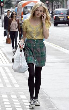 Fearne Cotton #Mustard #Tartan #Converse I like this simple outfit