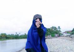 Apabila sesuatu yang tidak kau senangi terjadi,maka senangilah apa yang terjadi. -Ali bin Abi Thalib- . . By @ayuwandira_20 #duniajilbab #wanitasaleha #beraniberhijrah #tausiyahcinta #sahabattaat #sahabatmuslimah #Hijab #Jilbab #Khimar #KaumHawa #MuslimahTraveller #NiqobSquad #hijrahku #backtojannah #MuslimahIndonesia