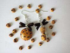 boucles d'oreilles gourmandes cookies aux pepites de chocolat et sa fiole remplie miam noeud satin fimo : Boucles d'oreille par fimo-relie