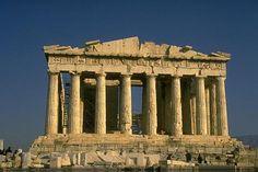 Panteon w Rzymie (łac. Pantheon[1], z greckiego Πάνθειον, pan – wszystko, theoi – bogowie, panteon – miejsce poświęcone wszystkim bogom), to okrągła świątynia na Polu Marsowym, ufundowana przez cesarza Hadriana w roku 125 na miejscu wcześniejszej z 27 r. p.n.e., zniszczonej w pożarze w 80 r. n.e.obraz przedstawia strą budowle w stylu antycznym.