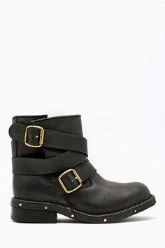 Boots shopping now on the website www.diybrands.co can get 10% discount with the original package and fast delivery provides the high quality replicas such as the LV ,Gucci ,Dior ,Nike,MK ,DG ,Burberry and so on