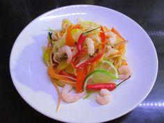 Tinskun keittiössä: Som Tam, Thaimaalainen salaatti Suomalaisittain Spaghetti, Tacos, Ethnic Recipes, Food, Green Papaya Salad, Essen, Meals, Yemek, Noodle