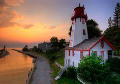 Kincardine, Ontario, Canadá. Faro Kincardine y puesta de sol sobre el lago Huron.