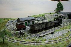 The Loop, a 7mm scale model railway by Giles Favell, depicts the interchange of a narrow gauge slate quarrying railway with standard gauge line in North Wales
