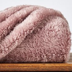 Extra-Fluffy extra large oversized throw that's 10 inches longer and 5 inches wider.