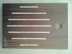 Panel de madera de nogal con cristales de Swarovski. Muestra del modelo Luxe - Circle