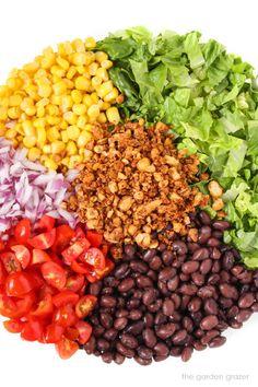 Vegan Taco Salad with Creamy Southwestern Dressing Vegan Mexican Recipes, Best Vegan Recipes, Whole Food Recipes, Vegetarian Recipes, Healthy Recipes, Quick Healthy Breakfast, Healthy Breakfasts, Avocado Guacamole, Vegan Beef