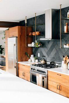 Trendy kitchen backsplash wood cabinets back splashes Ideas Galley Kitchens, Black Kitchens, Cool Kitchens, Kitchen Black, Back Splash Kitchen, Gold Kitchen, Kitchen Accent Walls, Beautiful Kitchens, Kitchen With Grey Floor
