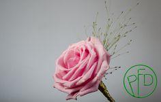 a simple rose boutonniere #weddingideas #bouttoniers