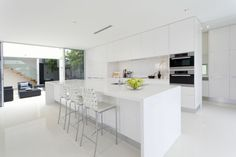 Are you building a new house? Or are you doing a kitchen renovation? It is important for you to know that industrial kitchens are now a trend in today's modern kitchen interior design. Kitchen Ikea, Modern Kitchen Cabinets, Home Decor Kitchen, Kitchen Layout, Kitchen Countertops, Kitchen Interior, New Kitchen, Kitchen Modern, Modern Kitchens