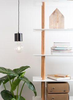 Deze LED filament lamp van het Nederlandse label Zuiver mag gezien worden! Gebruik deze grote bolvormige lamp voor de marmeren of koperkleurige Bolch lamphouder