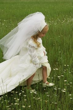 www.sweetchildofminephoto.com  Using her Nana's old wedding dress! : ) Photography Props, Family Photography, Old Wedding Dresses, Photo Ideas, Flower Girl Dresses, Gowns, Reading, Children, Sweet