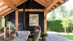 Luxe tuinkamer met berging, Andel   Bronkhorst Buitenleven Backyard Seating, Patio, New Homes, Outdoor Decor, Home Decor, Lush, Decoration Home, Room Decor, Home Interior Design
