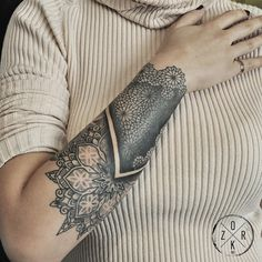 Denizhan Ozkr - Tatouage - Avant - Bras - Graphique - Mandala - Dentelle - Féminin
