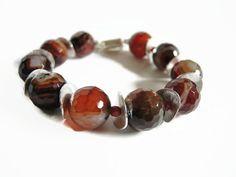 Oranje bruin kralen half edelsteen handgemaakt armband, gemaakt van vuur agaat, carneool en zilver, afgewerkt met een magneetslot.