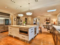 HGTV gives you a peek inside a renovated Colonial-style home located in New Canaan, Conn. >> http://www.hgtv.com/design/ultimate-house-hunt/2015/amazing-kitchens/amazing-kitchens-charming-colonial-in-new-canaan-conn?soc=pinhuhh