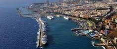 Pertenece a la región pesquera canaria. Es un puerto comercial, de pasajeros, pesquero, y deportivo. Tenerife, Canario, Water, Outdoor, Santa Cruz, Sporty, Photos, Gripe Water, Outdoors