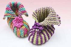 """Booties """"Frühling"""" & """"Ostern"""" Baby Booties 'spring and Easter' Video In german but apparently easy to understandBaby Booties 'spring and Easter' Video In german but apparently easy to understand Baby Booties Free Pattern, Crochet Gloves Pattern, Crochet Baby Booties, Baby Knitting Patterns, Knit Crochet, Learn Crochet, Crochet Patterns, Free Crochet, Knit Baby Dress"""