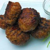 De Marokkaanse gehaktballetjes bestaan niet alleen uit gehakt maar worden vermengd met rijst, en kruiden. Daarnaast worden de Kefta geserveerd met een heerlijke uiensaus. Dit gerecht is uitermate geschikt om met vele verschillende salades, en/of rijst,...